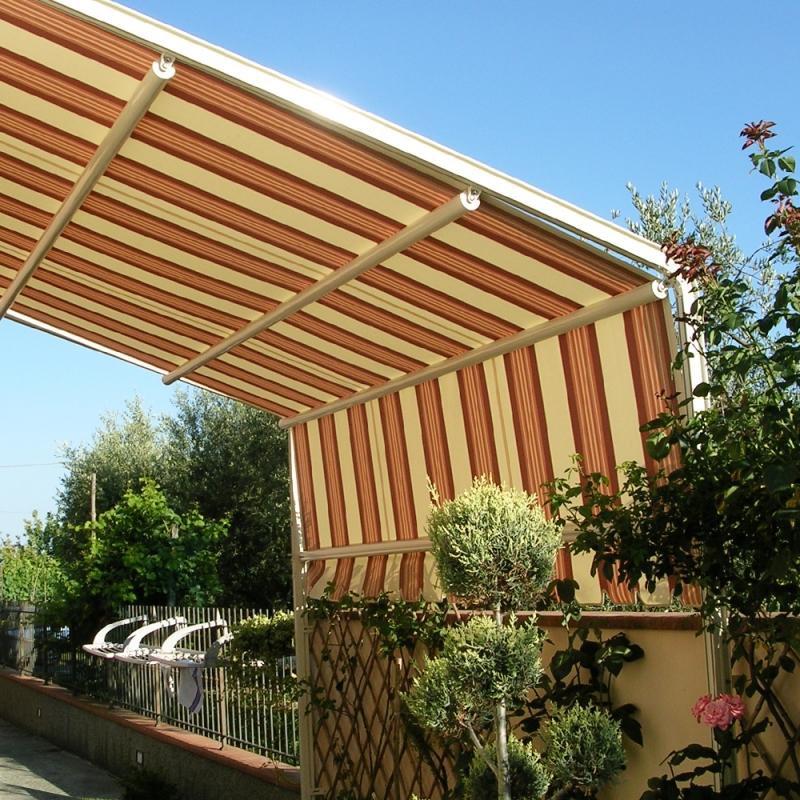 Tenda da sole con guide laterali